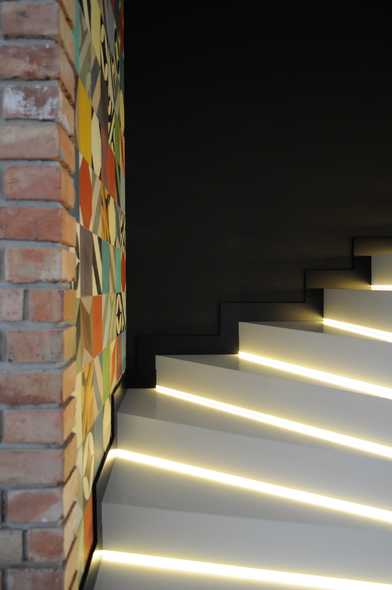 Colorful-apartment-in-Poland-staircase