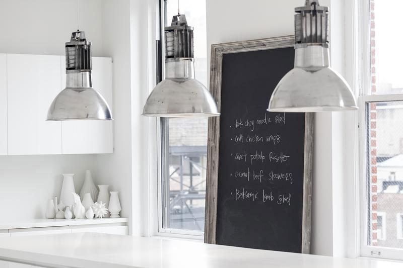 Lámparas industriales en al cocina
