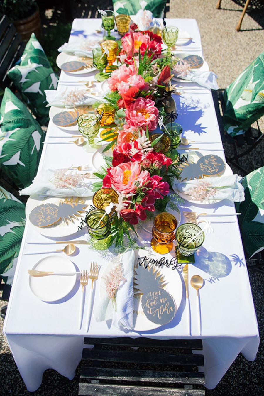 37 Table Decoration Ideas For A Summer Garden Party ... on Backyard Table Decor id=91660