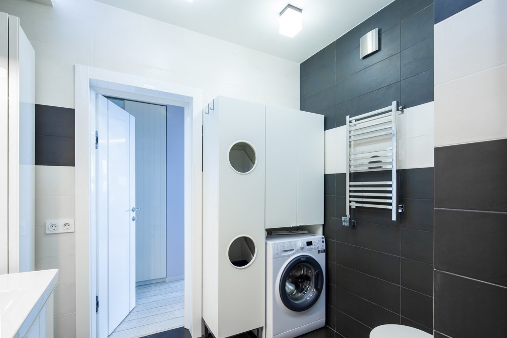Small Apartment Gets A Fresh New Look That Suits It Like A ... on Small Space Small Bathroom Ideas With Washing Machine id=28231