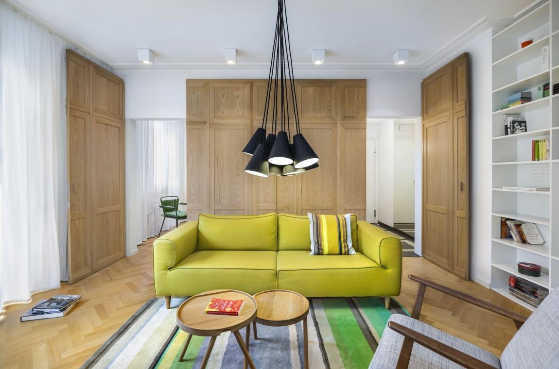 Apartment H01 opened wood doors