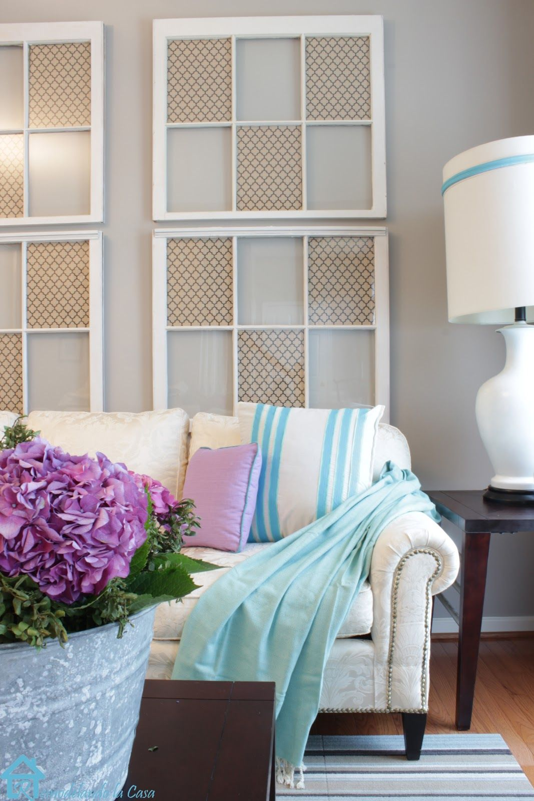 20 Different Ways To Use Old Window Frames on Room Wall Decor id=45749