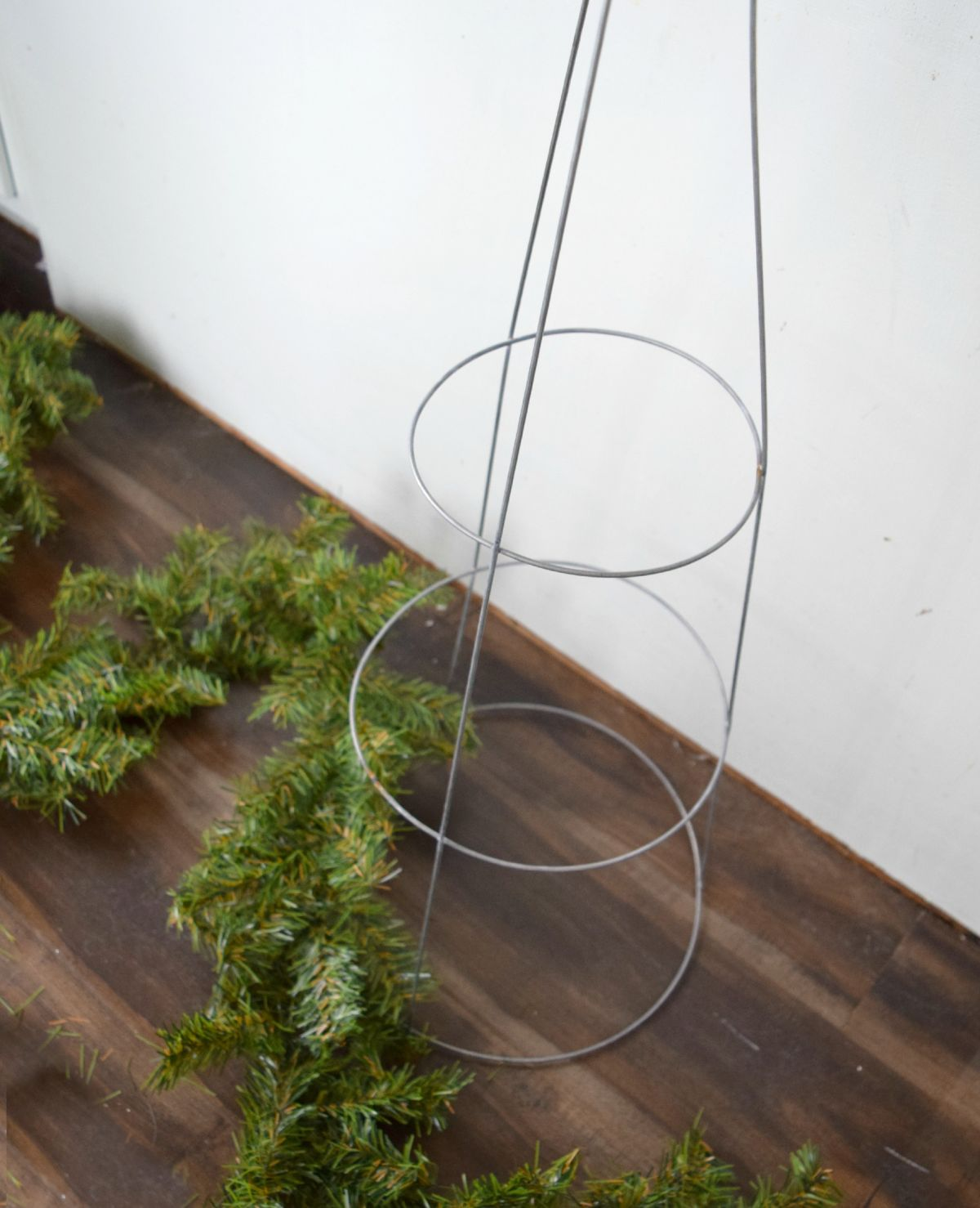 Fashion A DIY Christmas Topiary From A Basic Tomato Cage