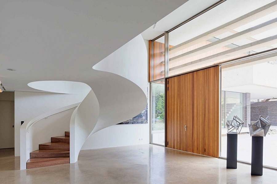 40 Breathtaking Spiral Staircases To Dream About Having In Your Home   Round Staircase Designs Interior   Classic   Wooden   Elegant   Showroom   Round Shape Round