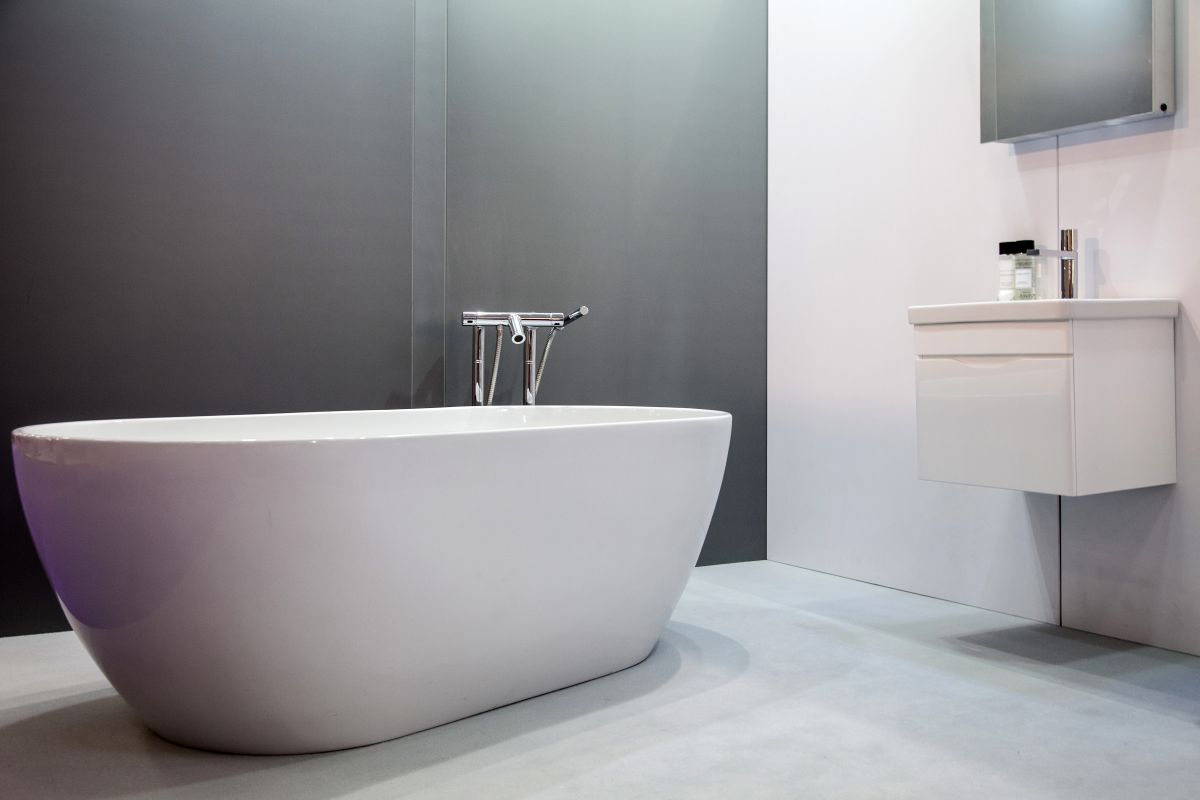 Pros & Cons of Monochromatic Décor on Monochromatic Bathroom Ideas  id=26405