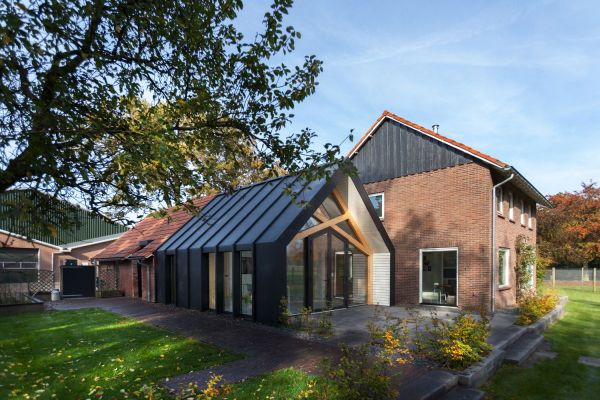 Old Farmhouse Gets An Uplifting Renovation And Extension