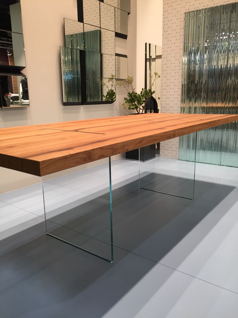 Invisible table base through glass