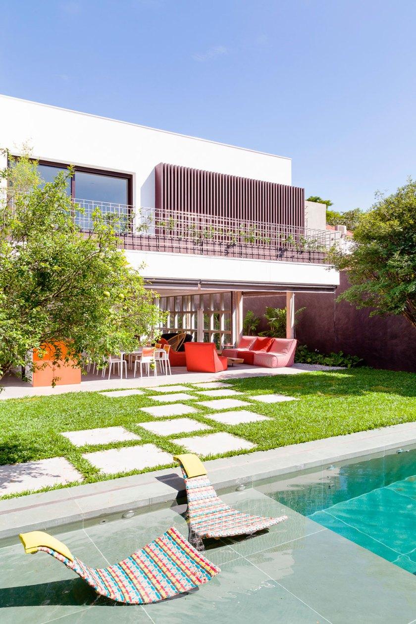 Backyard main feature swimming pool