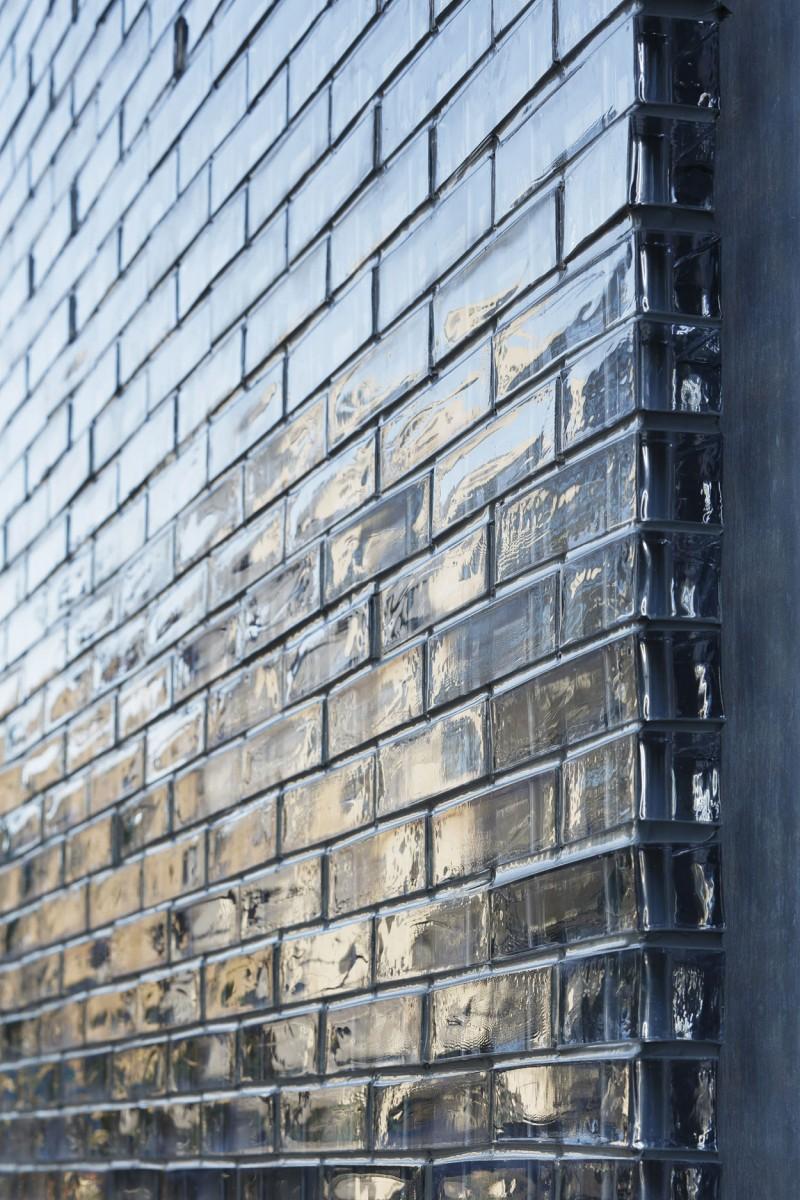 Optical glass brick facade