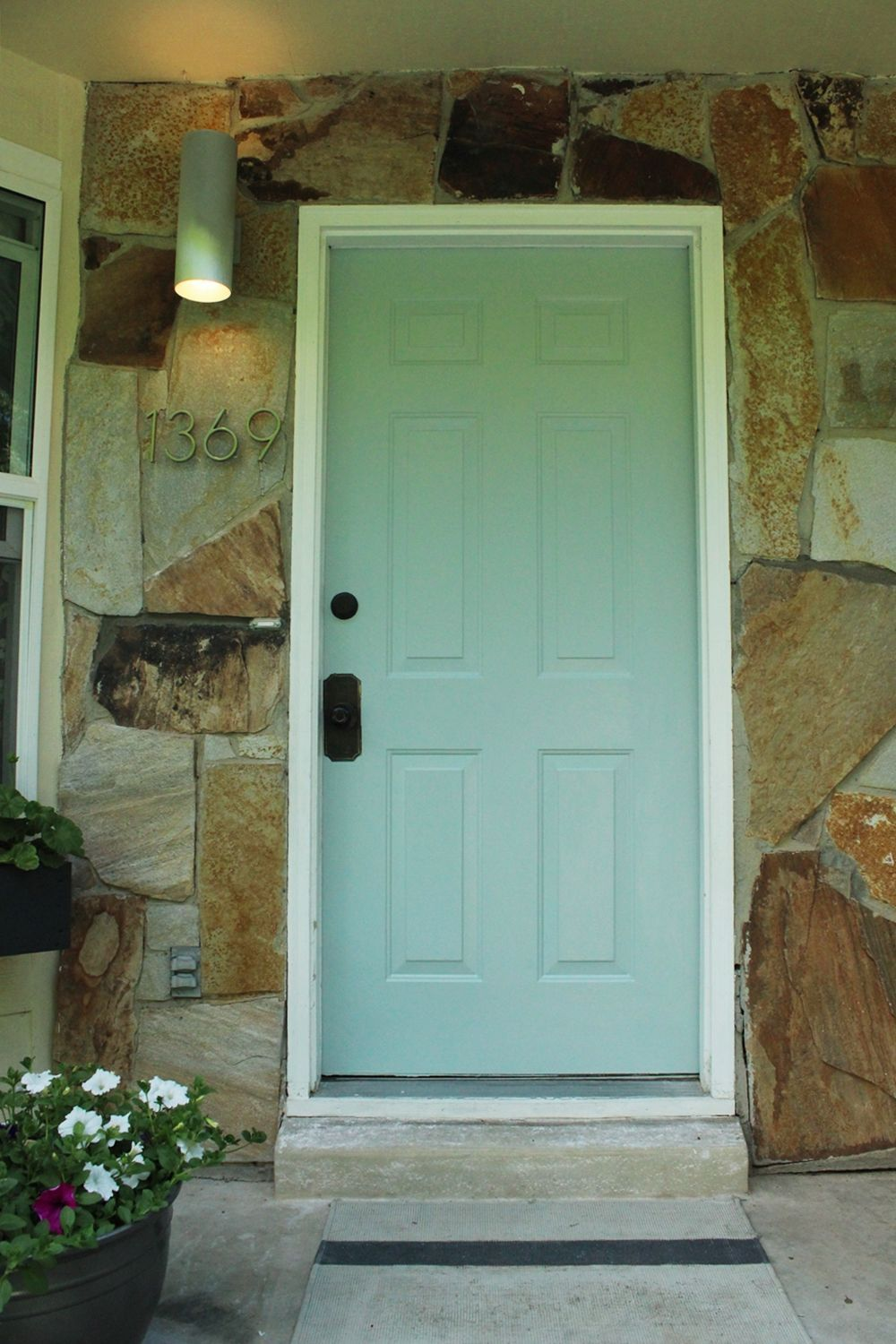 How To Mount Modern House Numbers On A Rock Face