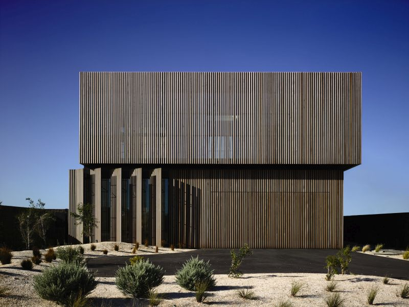 Torquay House by Wolveridge Architects with a dynamic facade