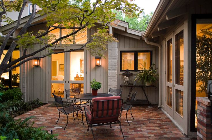 How To Lay A Brick Patio - Tips And Design Ideas on Small Backyard Brick Patio Ideas id=90190