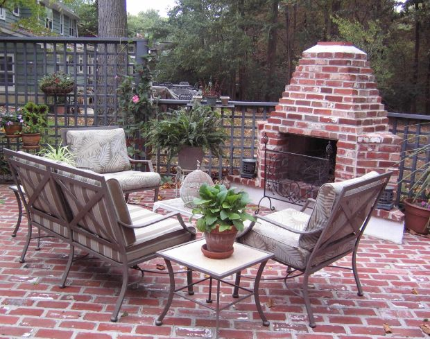 How To Lay A Brick Patio - Tips And Design Ideas on Backyard Brick Patio id=11573