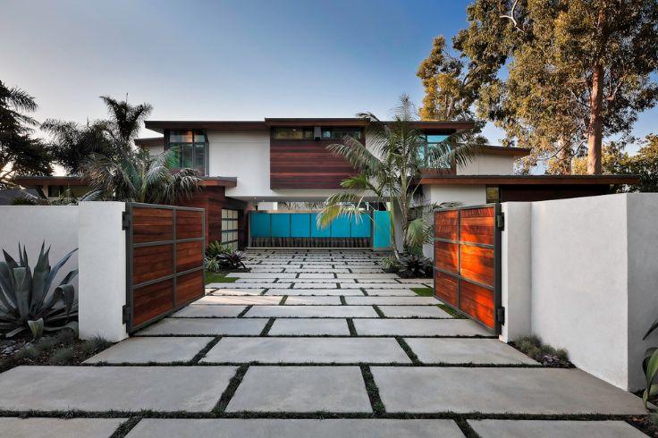 Modern residence driveway design