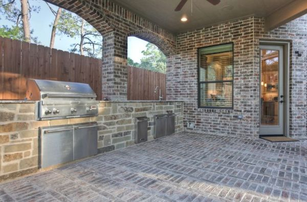 brick patio with outdoor kitchen How To Lay A Brick Patio – Tips And Design Ideas