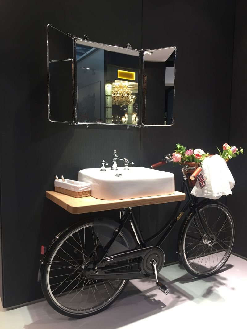 Recycle an old bike and turn it into a vanity