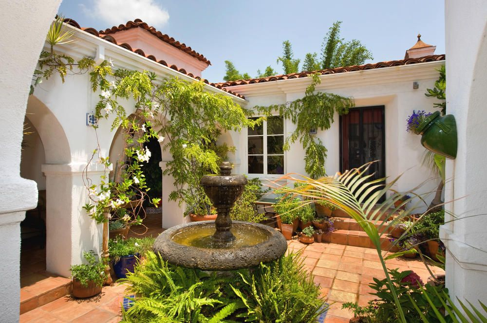 Actress Debi Mazar has sold her Beverly Center area home for $1,162,515. (Michael McNamara/Los Angeles Times/MCT)
