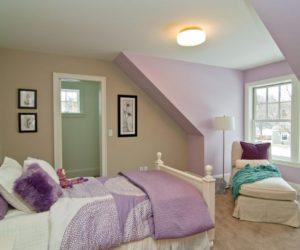 Teenager levender attic bedroom