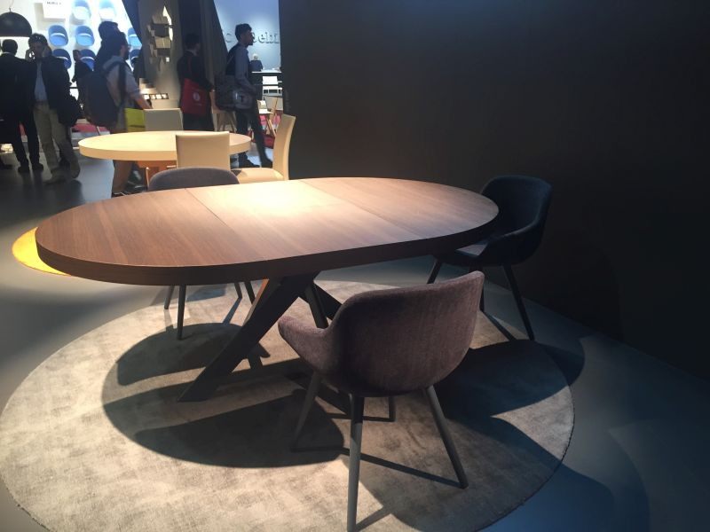 Calligaris Round Dining Table With Igloo Chairs