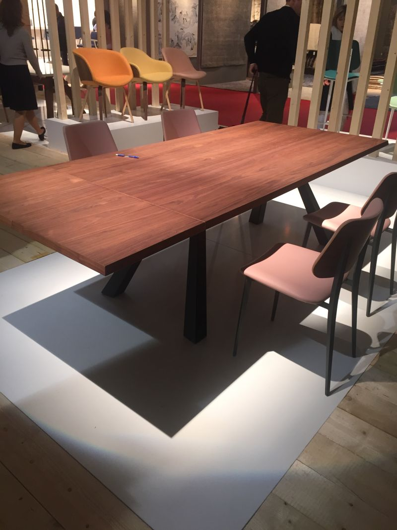 Calligaris dining table in wood