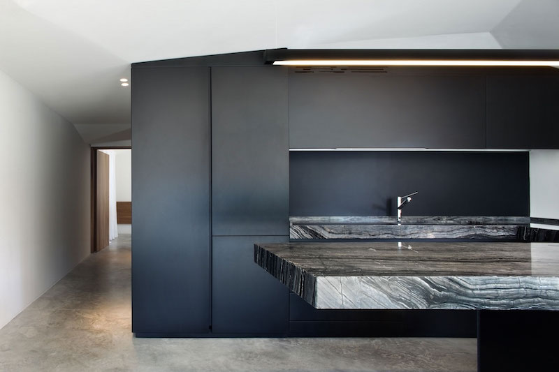Renovated country house in Lucca kitchen black decor