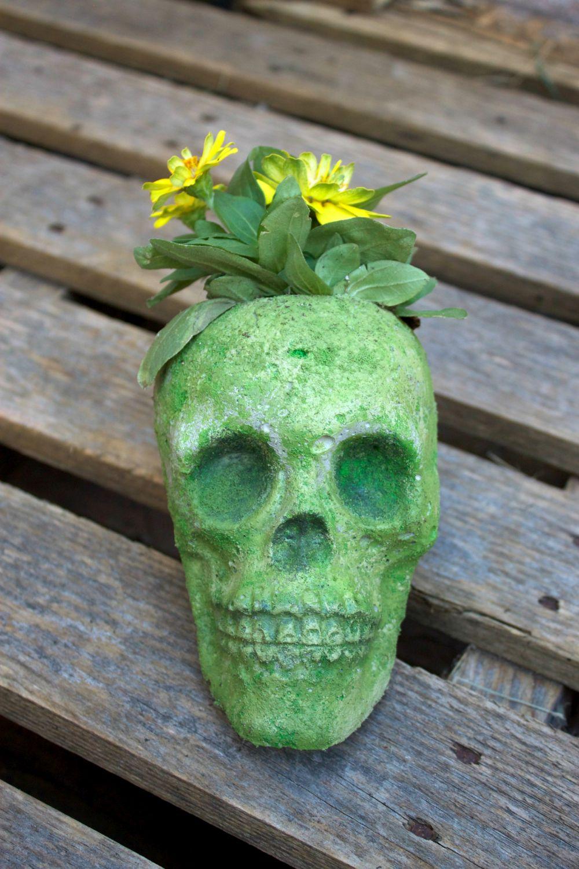 cement-skull-planter-halloween