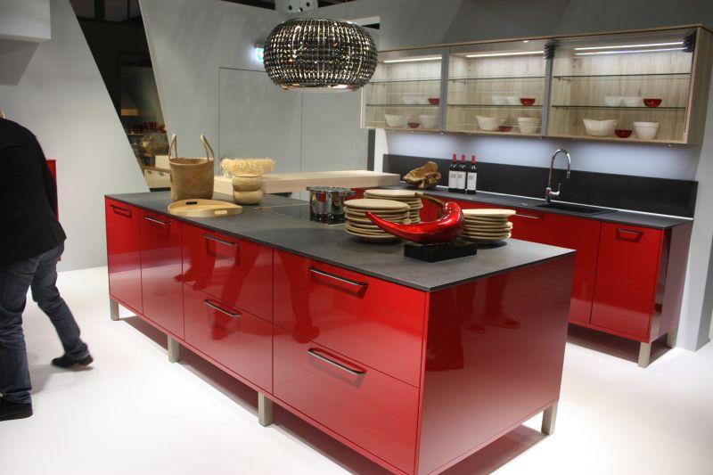 crimson-shade-of-red-kitchen