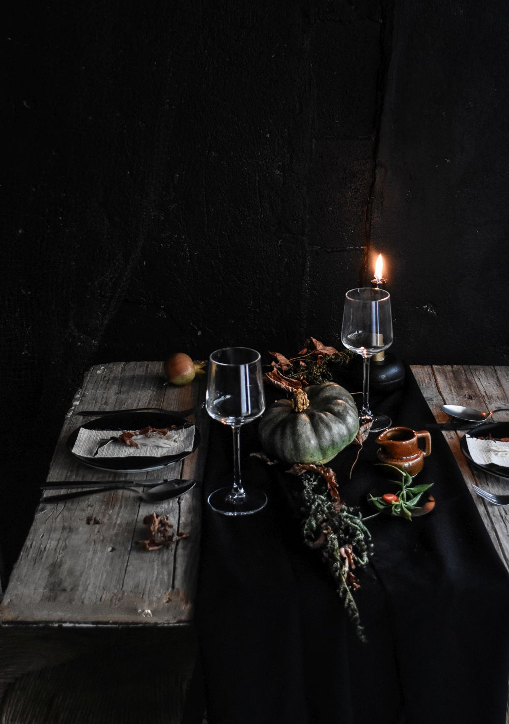 Halloween Table Setting Idea - black runer