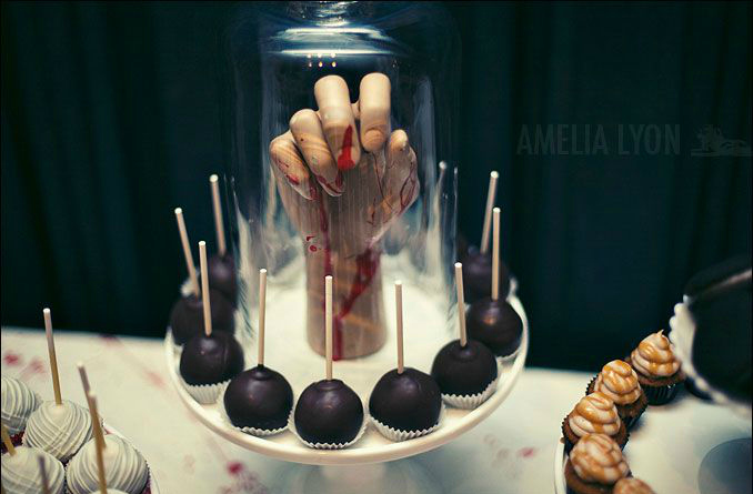 halloween-food-table-cloches
