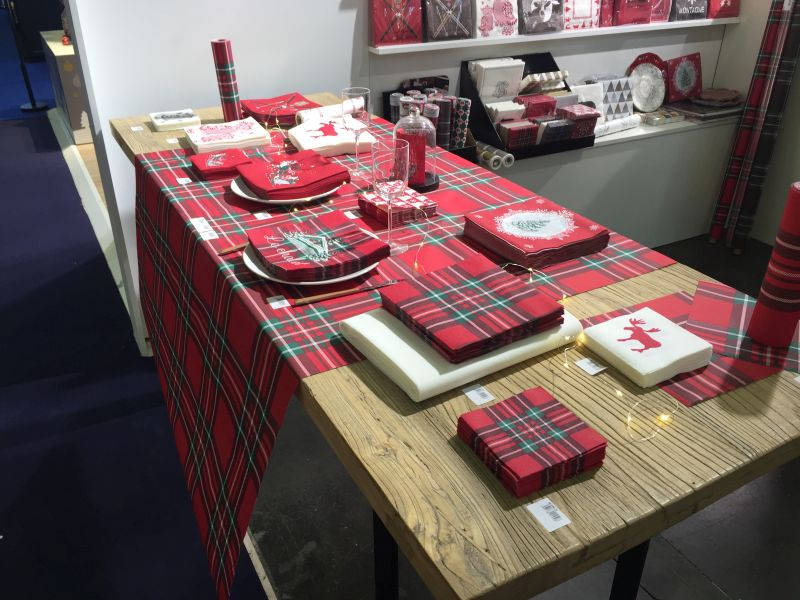 Red Christmas table design