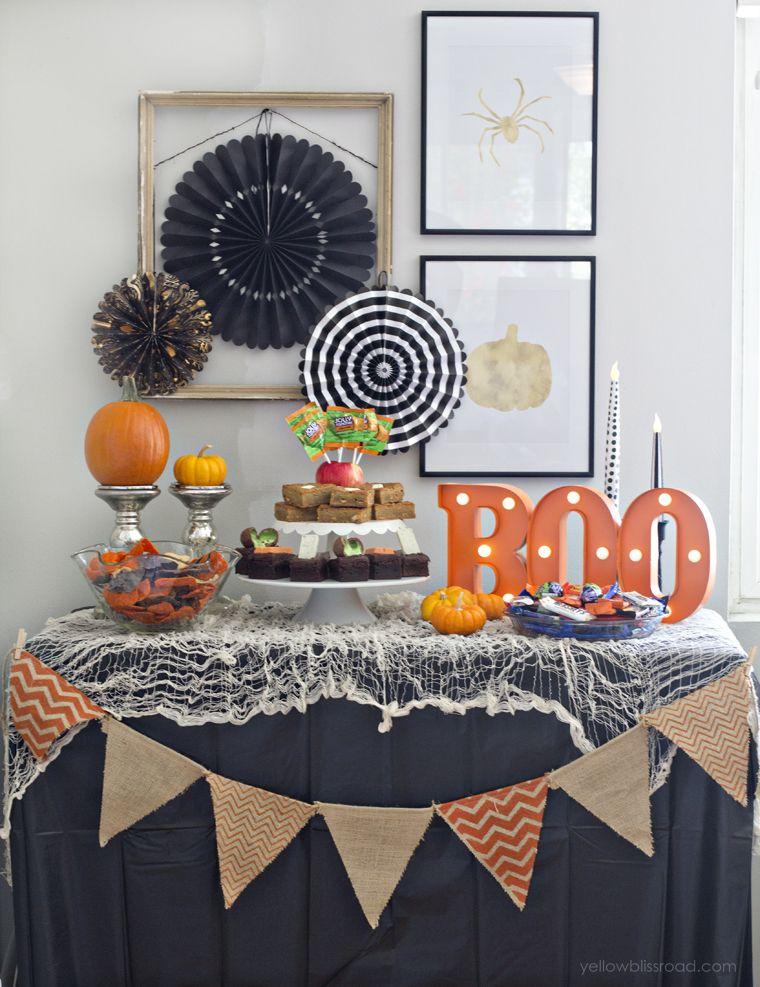 spooky-halloween-table-decor