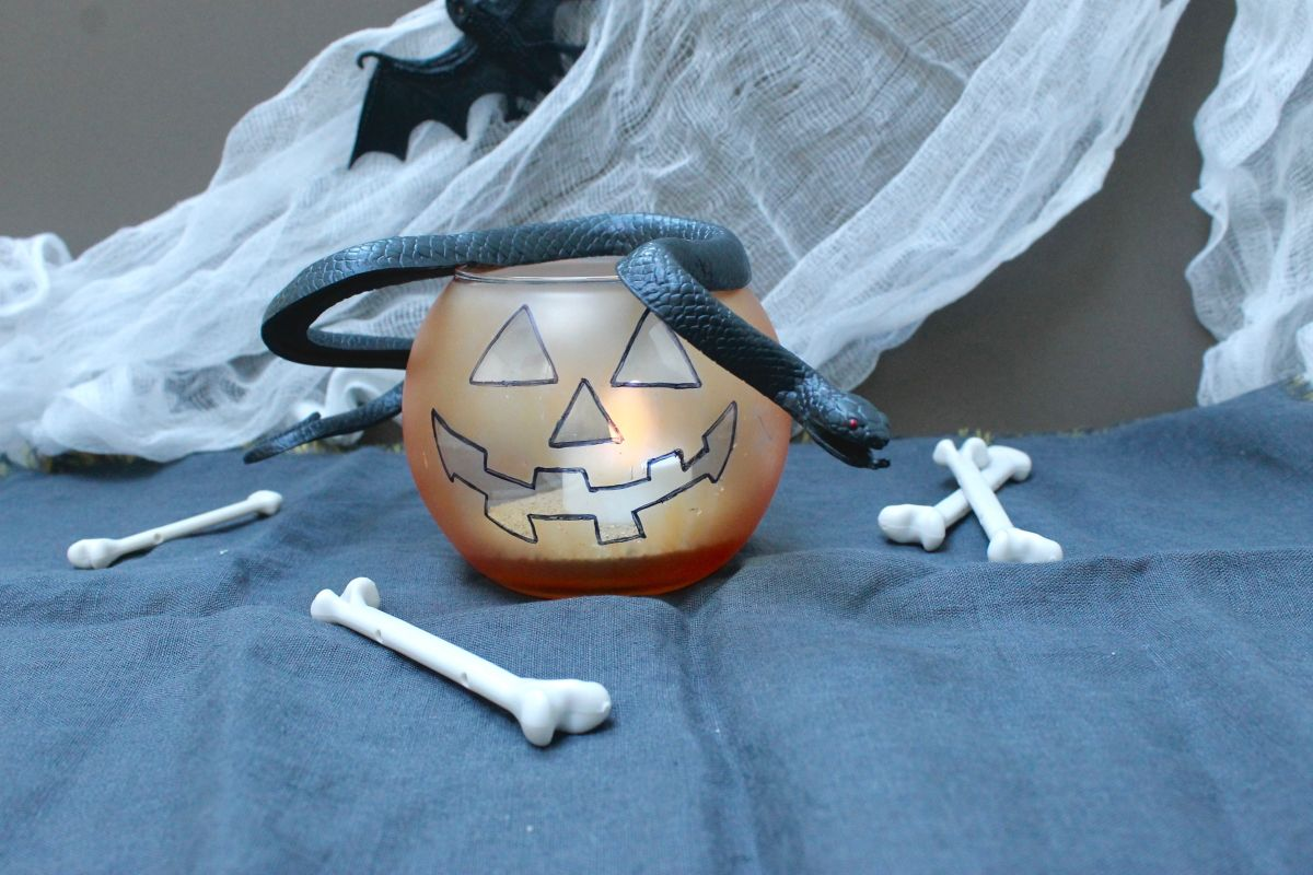 How to make the Jack-O-Lantern candle