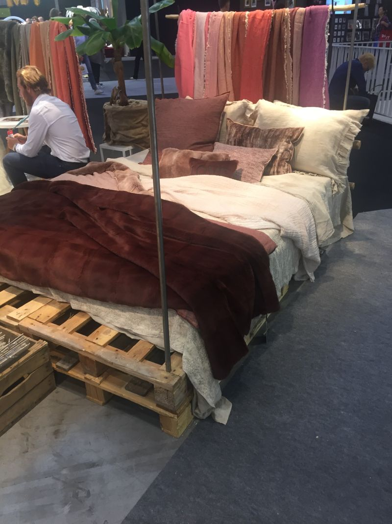 Pallet bed with Mauve bedding set