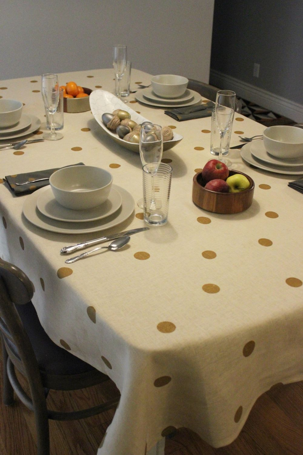 linen drapes so beautifully as a tablecloth