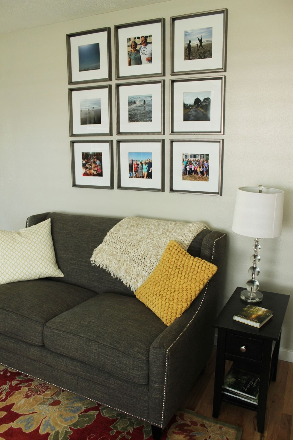How to Decorate a Living Room Simply and Stylishly on How To Decorate Your Room  id=96058