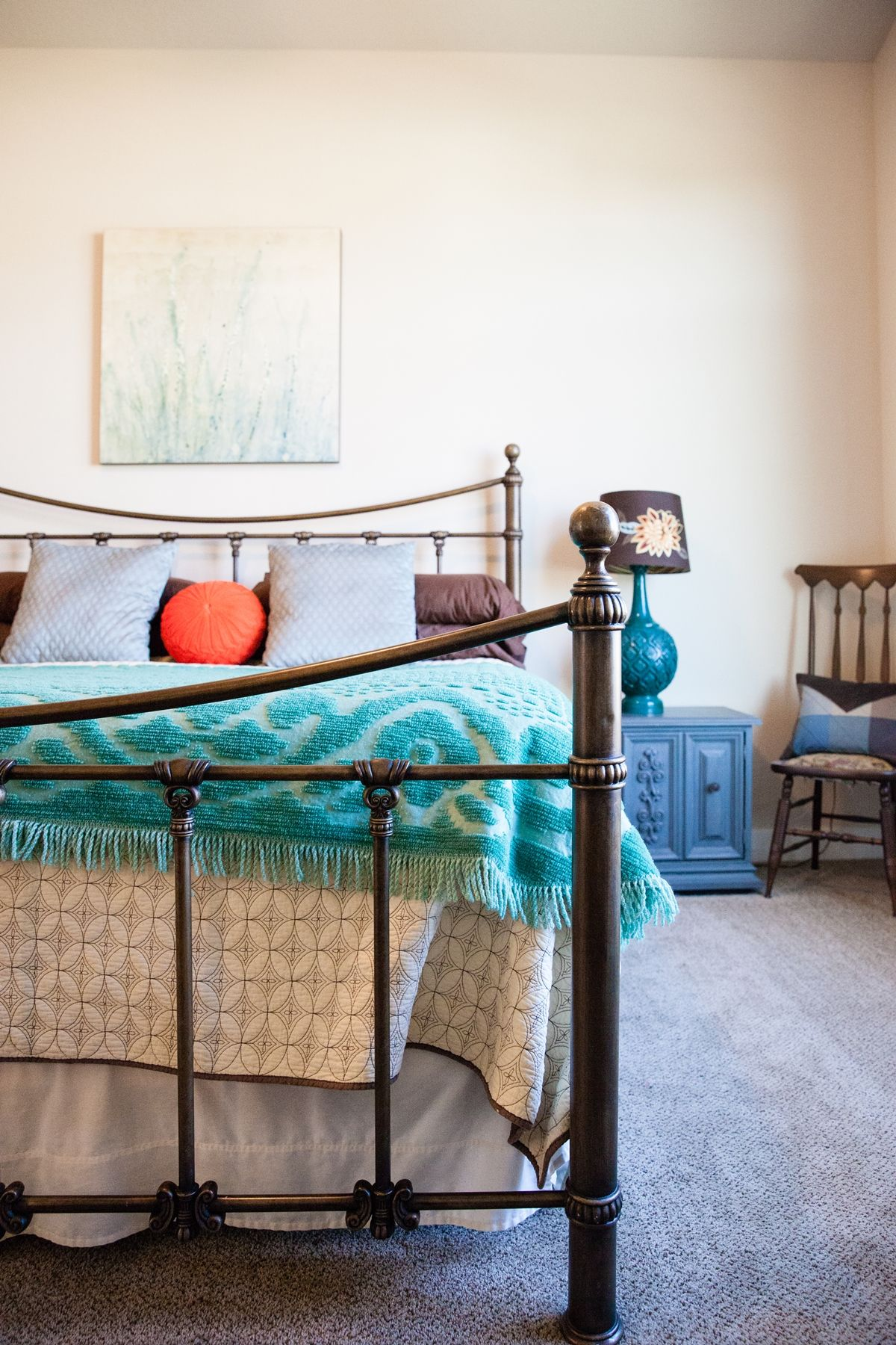 Mix colors in a master bedroom