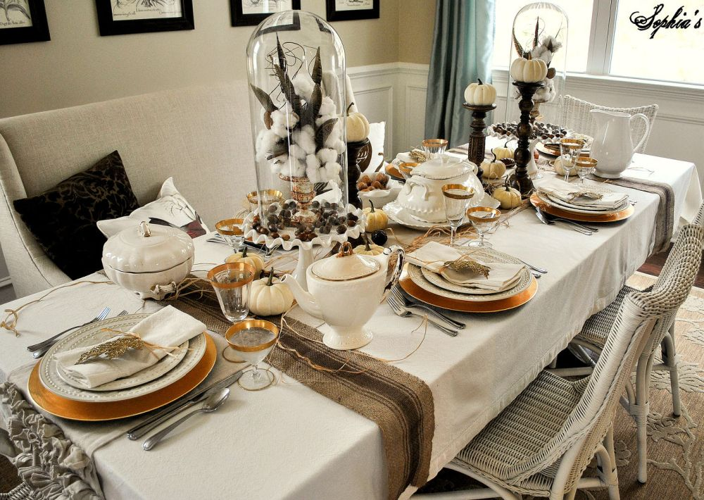 Rustic and traditional Thanksgiving Table decor
