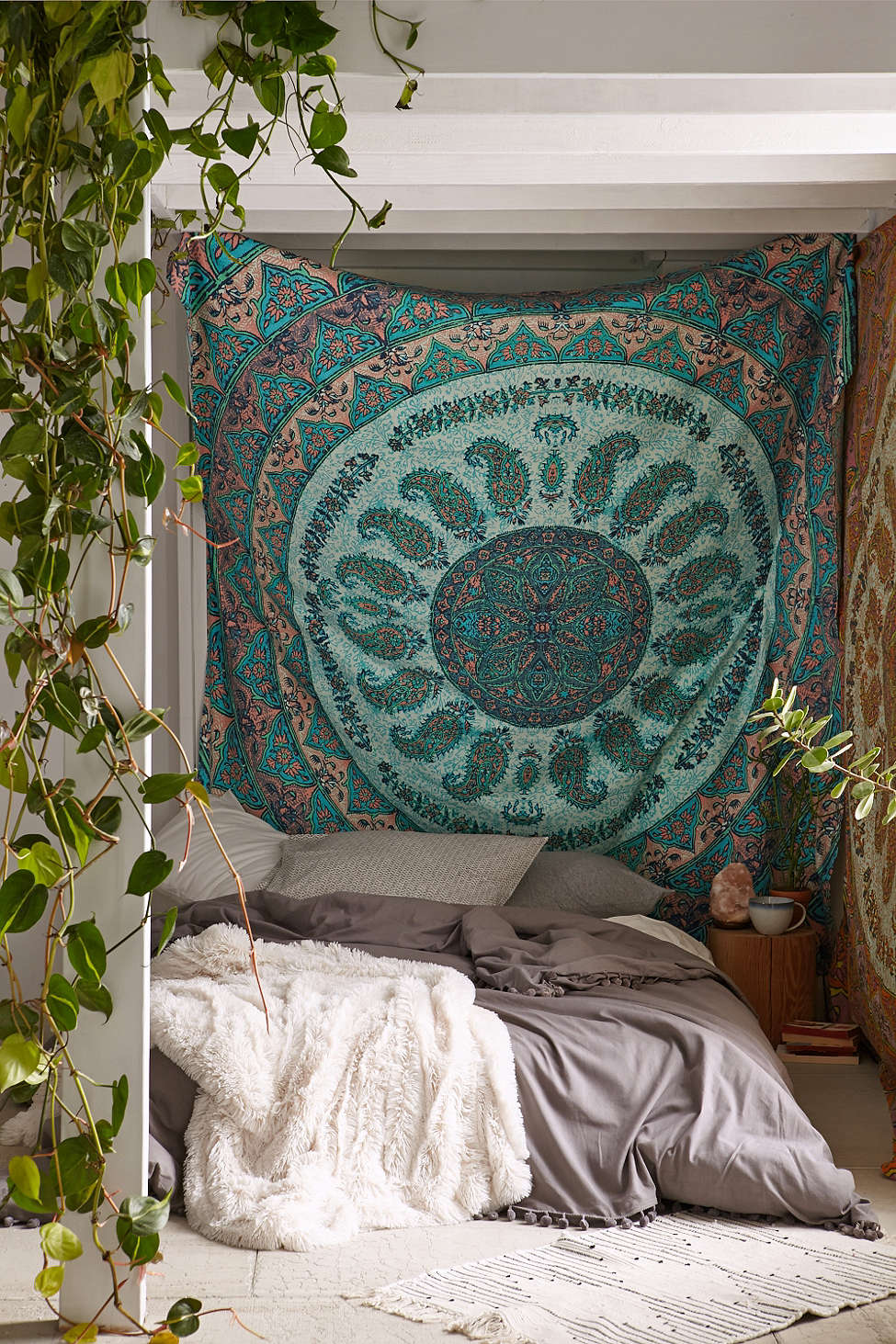 20 Tips to Turn Your Bedroom Into a Bohemian Paradise on Boho Bedroom  id=65319
