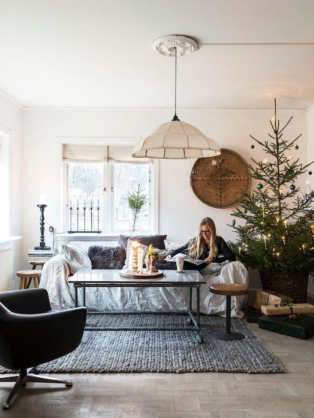 Decorating a scandinavian living room for Christmas