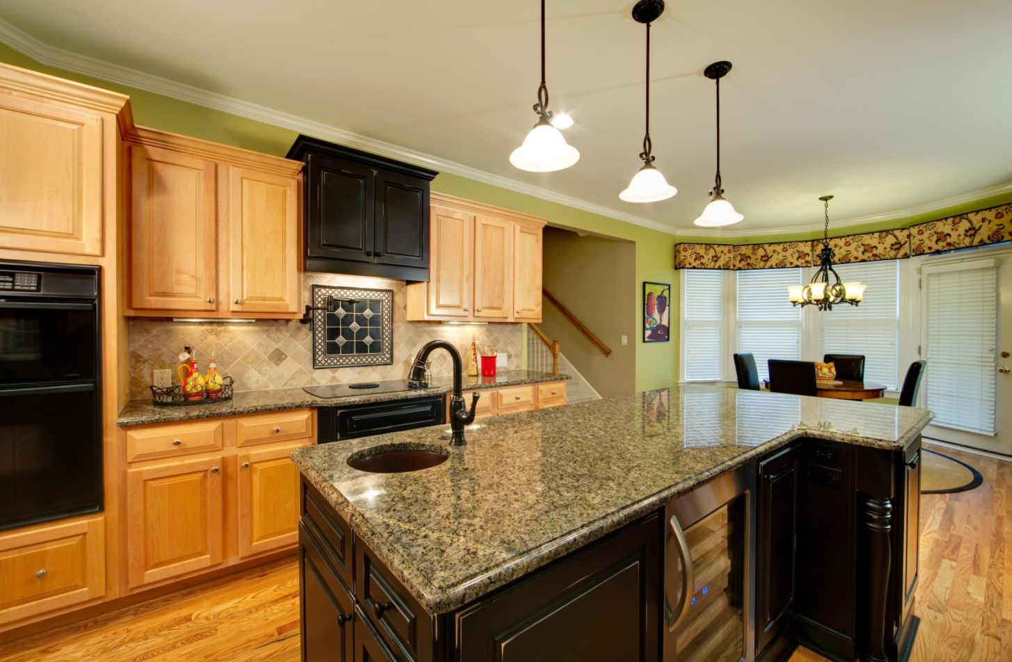 Travertine Backsplash Ideas For Nostalgic Kitchen Designs on What Color Backsplash With Maple Cabinets  id=14021