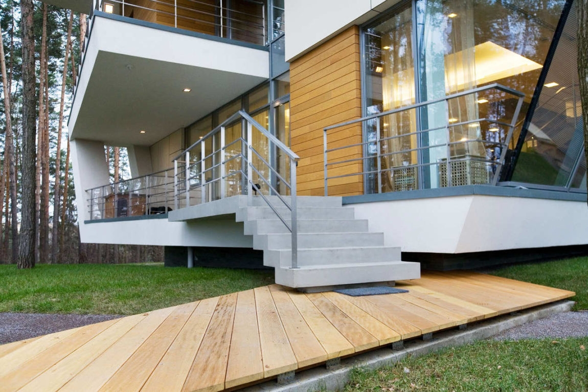 Modern Outdoor Stair Railing Designs And Ideas That Actually Make | Modern Outdoor Stair Railing | Front Door | Outer | Cool | House | Craftsman Style