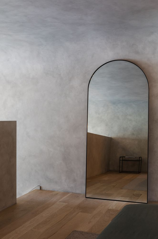 There are numerous accent details all around the apartment which feature curves and rounded corners
