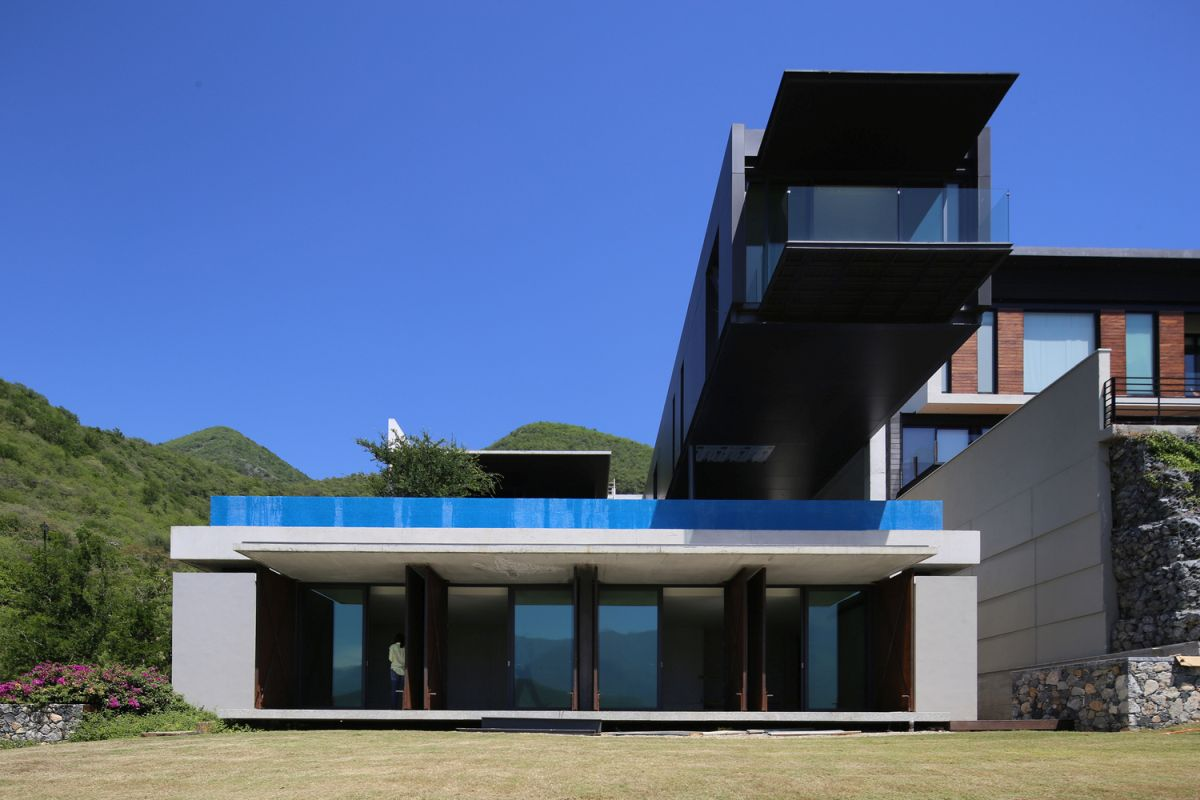 The swimming pool is placed right underneath the cantilevered volume and enjoys beautiful views as well