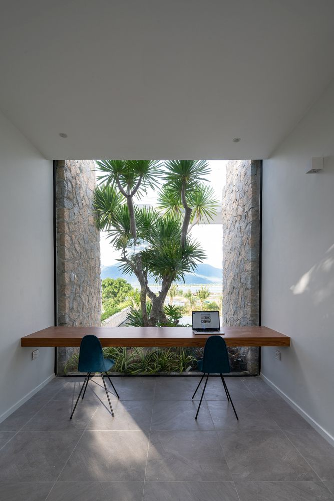This minimalistic workspace has a perfect view of the tree and the gorgeous panorama behind it