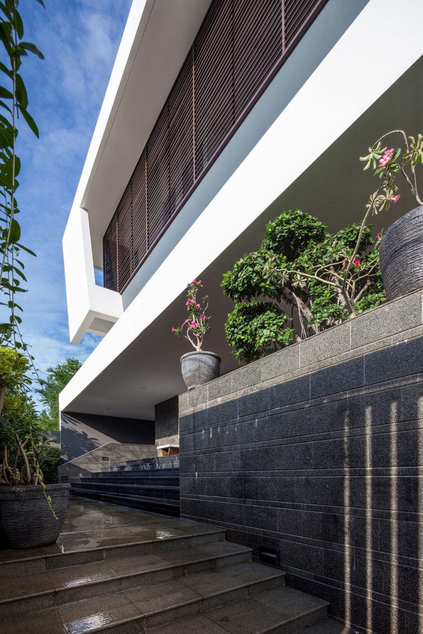 Dp Hs Architects Designs A Contemporary Home In Jakarta