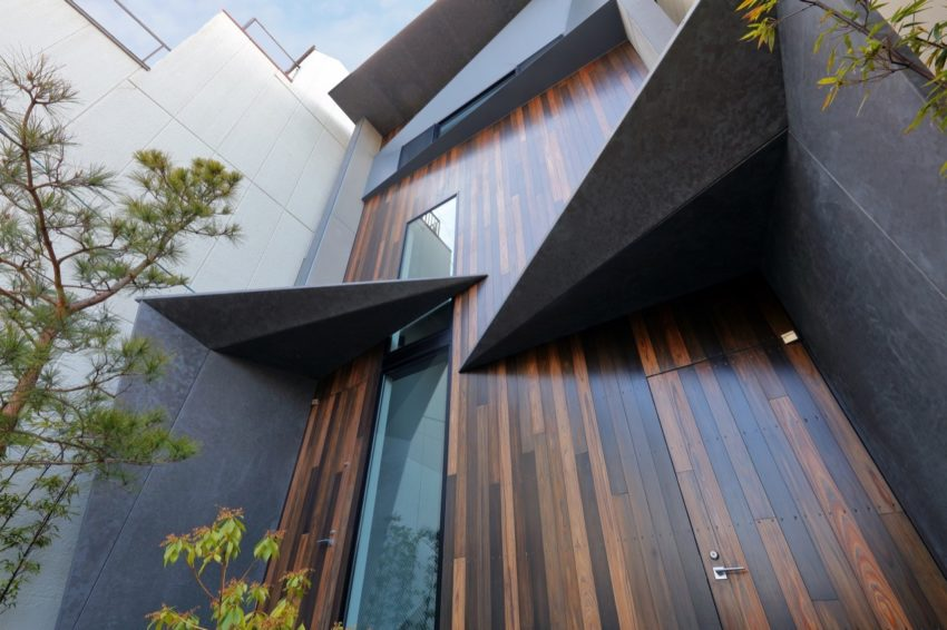 Riverside Villa 02 850x566 Japanese Architectural Firm Atelier Boronski Designed a Sophisticated Riverside Villa Located in Kyoto