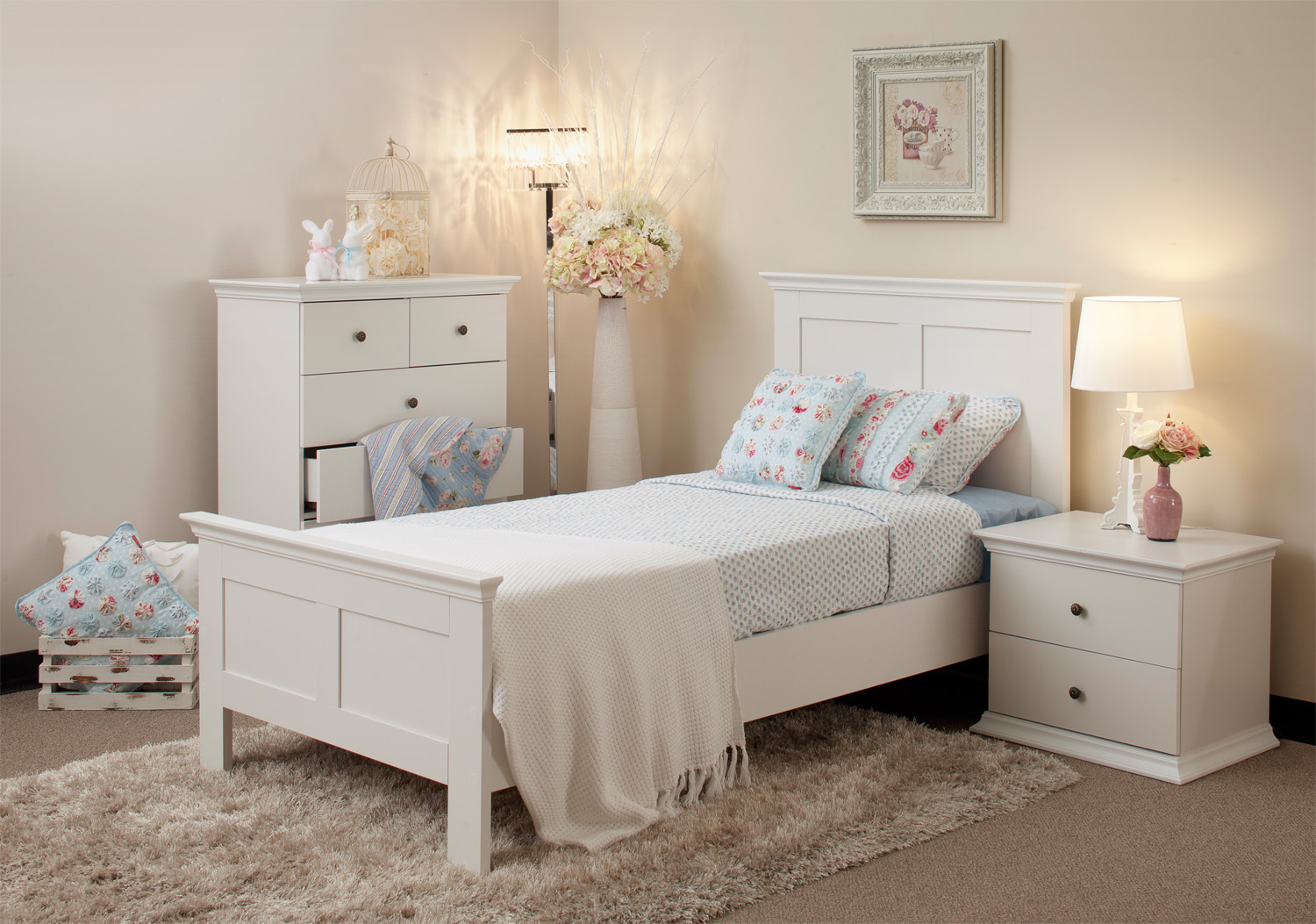 White Bedroom Design Ideas Collection for Your Home on Beautiful Bedroom Ideas For Small Rooms  id=84635
