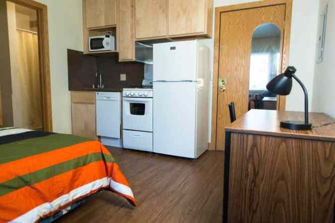 Efficiency Apartment With Kitchinette