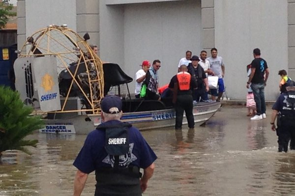 how houstons hospitals are coping with harvey cbs news - HD1200×800