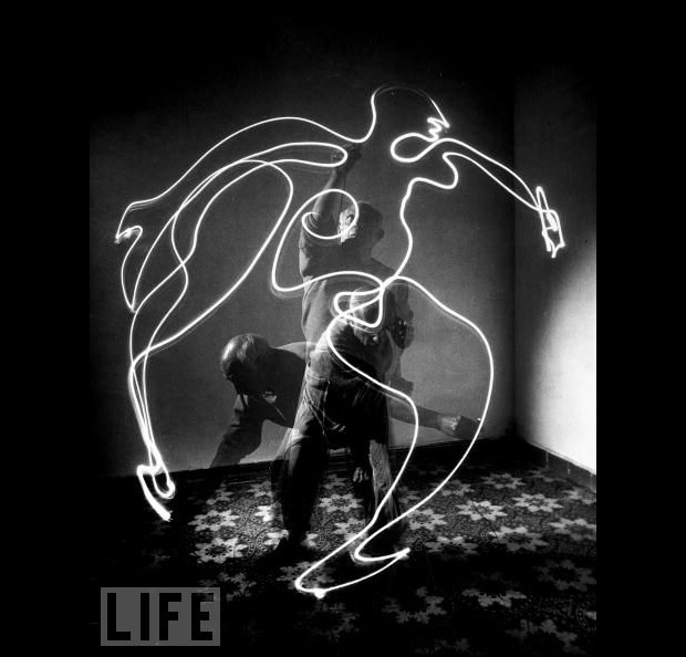 picasso-drawing-with-light